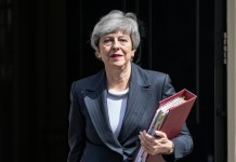Theresa May și-a anunțat demisia